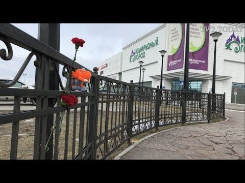 В Томске убрали цветы в память о погибших в Кемерове