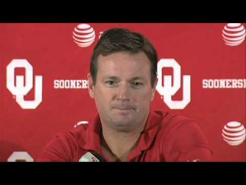 Bob Stoops talks about home crowd