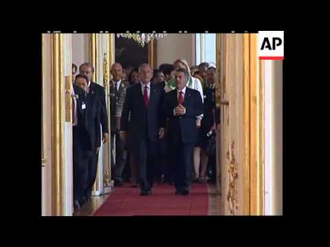 Pres Bush at Austrian President's office for US EU summit, roundtable