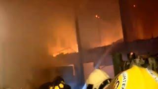 เพลิงไหม้ห้องเช่าไม้ย่านสาทร วอด 8 หลังคาเรือน คาดต้นเพลิงแรงงานต่างด้าวจุดธูปทิ้งไว้