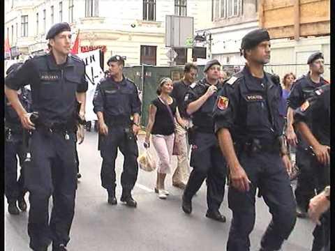 polizeidemo gegen den wef legt halb wien lahm - youtube