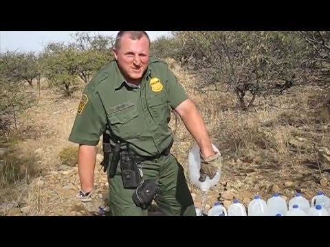 US Border Agents destroy humanitarian water supplies along Mexico border