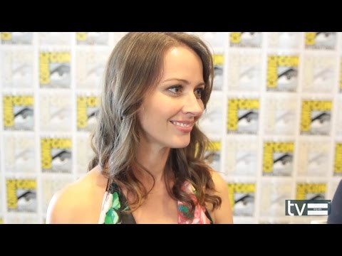 "Amy Acker (""Root') POI s4 Interview @ Comic-Con 2014"