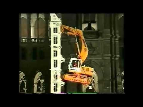 Экскаватор лезет на башню - аренда экскаватора на Unirenter.ru
