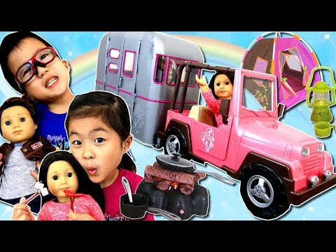 お人形 と キャンプ🏕 キャンピングカーで出発🚙 みんなで お料理 キャンプファイヤー  American Girl Dolls Camping with Camp Trailer