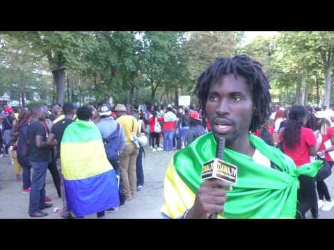 DIASPORA GABON. L'artiste D'sign en avant garde devant l'ambassade à Paris