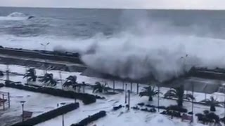 VIRAL: Spectacular video of immense waves crashing over embankment to flood Sochi district thumbnail