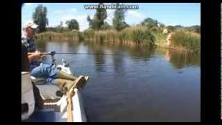 Рыбак на реке (прикол)