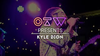 "Kyle Dion – ""Brown"" Live   Baño Flaco"