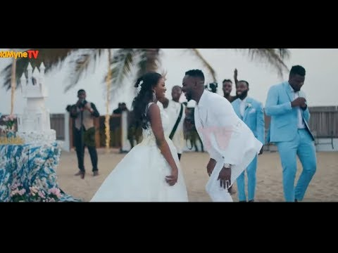 Download SEVEN REASONS WHY WE ARE LOVING THE ADEKUNLE GOLD - SIMI RELATIONSHIP