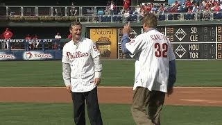 Moyer tosses first pitch with Carlton