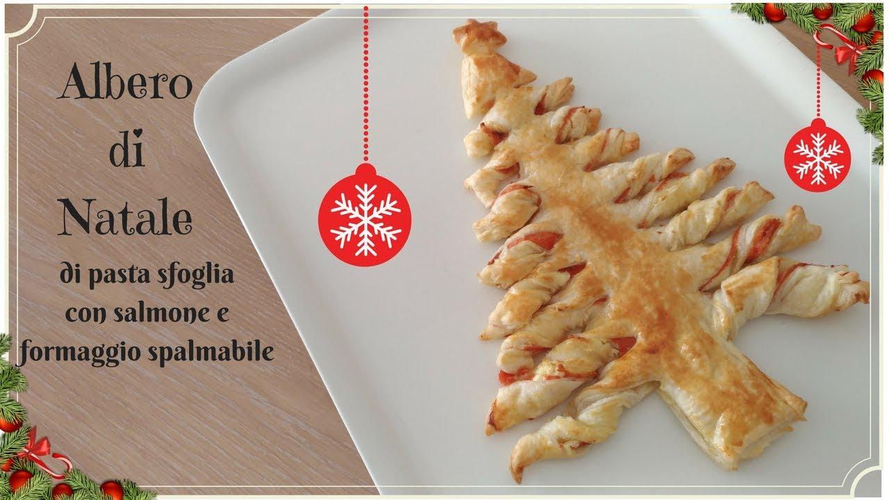 Albero Di Natale Di Pasta Sfoglia.Albero Di Natale Con Pasta Sfoglia Salmone E Formaggio Ricetta Veloce Youtube