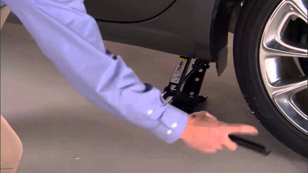 Chrysler 200: Jacking And Tire Changing