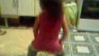 Nicolly dançando