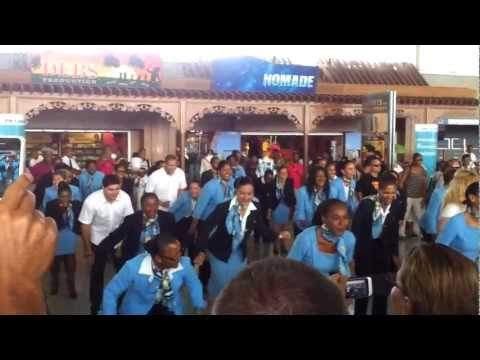 Flash Mob Air Caraïbes - Aéroport de Pointe-à-Pitre (PTP) Gu