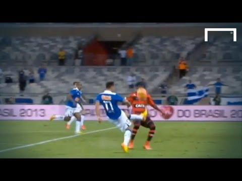 Gazza-eqsue goal from Everton Ribeiro - Cruzeiro vs Flamengo - Copa do Brasil