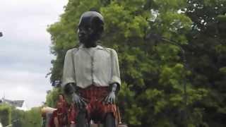 le petit géant du Royal de Luxe 2014