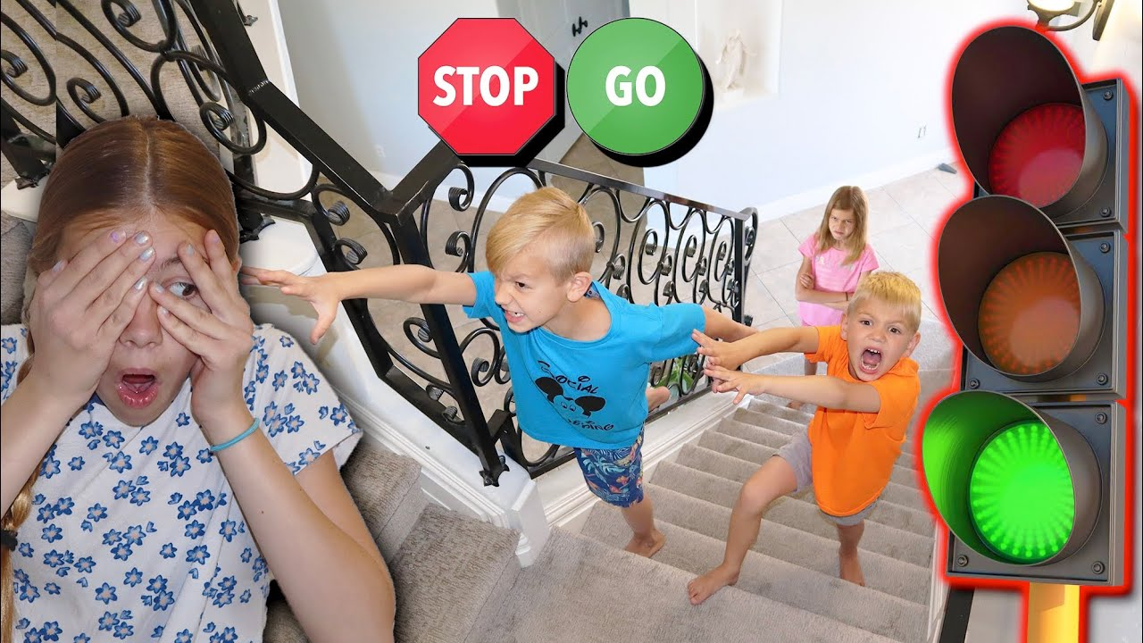 Don't Get Caught RED Light GREEN Light On STAiRS!