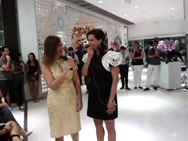 Narsisa no shopping barra.Bahia TRAVEL_VIDEO