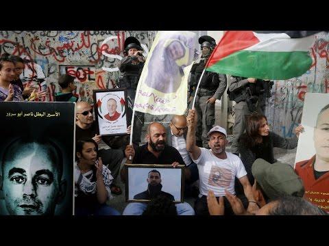 إضراب الأسرى يدخل أسبوعه الثاني وتضامن كامل في الأراضي الفلسطينية  - 18:21-2017 / 4 / 27