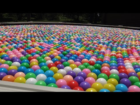 A LOT OF PLASTIC BALLS , 10 000 BALLS
