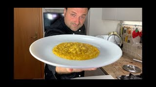 #risotto #zucca #risottoallazuccaingredienti350 gr riso carnaroli 350 zucca mantovana1 l brodo vegetale1 cipolla dorata1 bicchiere vino bianco secco50 ...
