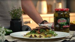 Салат с авокадо, маринованными огурчиками и языком