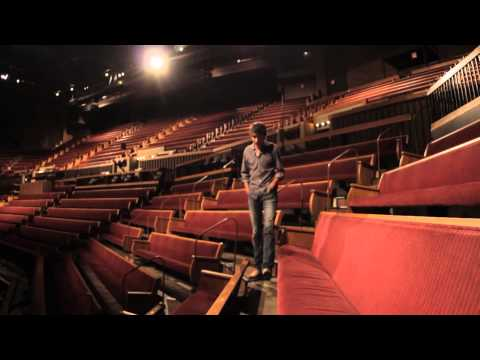 Mo Pitney's Standing Ovation