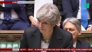 Accord Brexit: Theresa May est interrompue par les cris de ses opposants