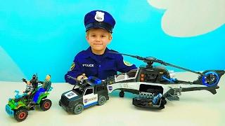 Полицейский набор Вертолёт и Машинки - Мальчик Полицейский Даник ловит грабителей. Детское видео(Мальчик #Даник играет в полицейского и в этом детское видео, он покажет детям новый полицейский набор, в..., 2017-02-11T14:04:56.000Z)