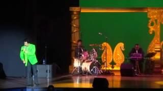 Gambar cover Udit Narayan - Main Yahaan Hoon (Veer Zaara) - Live in Concert 2014 - Holland