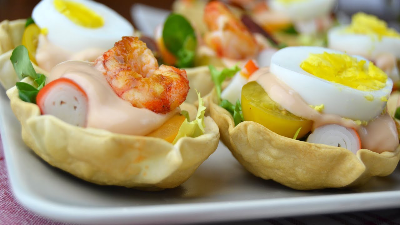 Cestitas de aperitivo con salsa c ctel recetas para for Platos para aperitivos