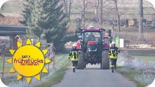 Feuerwehreinsatz zu Fuß: Kein Geld für neuen Feuerwehrwagen!   SAT.1 Frühstücksfernsehen   TV