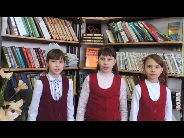 Изображение предпросмотра прочтения – «Отличницы» читают отрывок изпроизведения «Гуляем» В.В.Маяковского