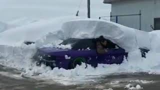 Crazy Guys Drifting with a car trapped in the snow