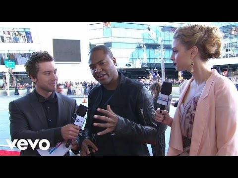 Taio Cruz - 2010 Red Carpet Interview (American Music Awards)
