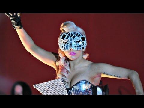 Lady Gaga - Paparazzi (Live @ V Festival 2009) [HD - 3D]