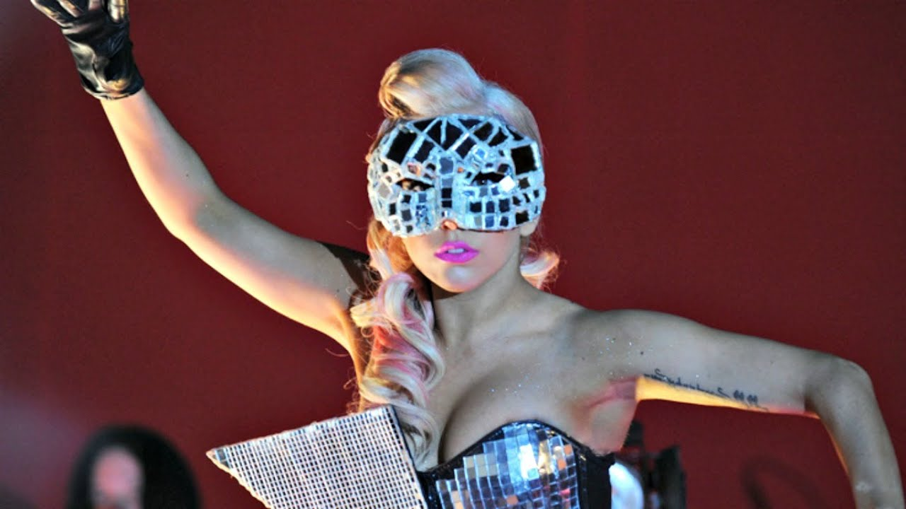 Lady Gaga - Paparazzi (Live @ V Festival 2009) [HD - 3D ... Lady Gaga Bad Romance