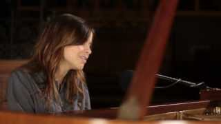 Смотреть клип Gabrielle Aplin - Keep Pushing Me (Live)