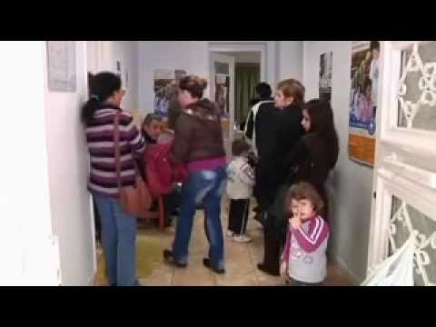 Humanitarian crisis threatens the Greek city of Perama.flv