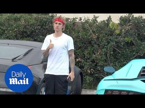 Justin Bieber poses for paparazzi next to his new Lamborghini - Daily Mail