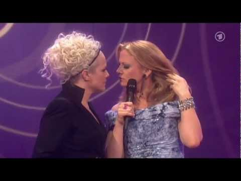 Barbara Schöneberger Ina Müller Kuss Echo 2012 - YouTube