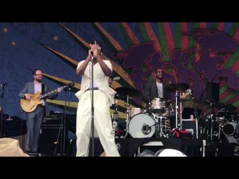 Leon Bridges -  Smooth Sailing @ 2017 New Orleans Jazz Festival 4-28-2017