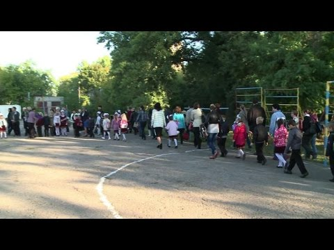 Donetsk's kids go back to school while conflict continues