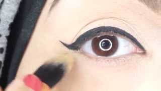 Quick Eyeliner Trick for a Perfect Wing