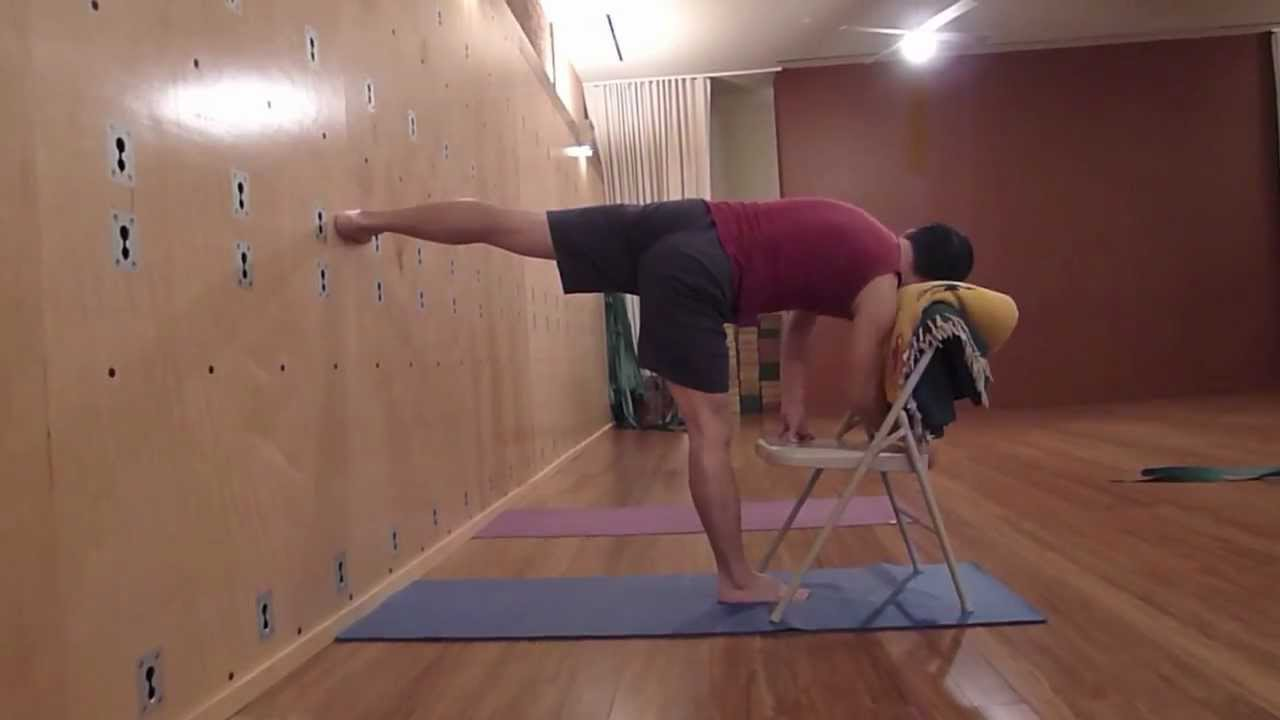Chaise Yoga Iyengar Of Iyengar Yoga Standing Sequence With Chair Youtube