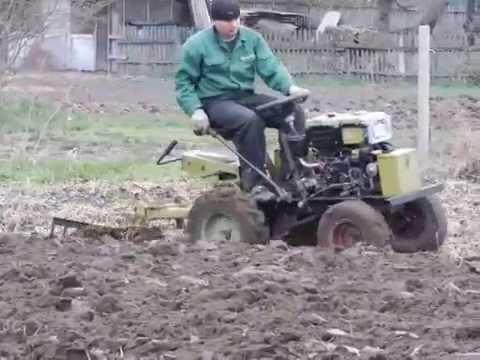 Мини-трактор МТЗ 132Н. Посадка картошки. - YouTube