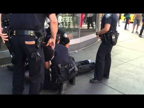 NY & NJ PORT AUTHORITY POLICE TAKE DOWN SUSPECT AFTER RESISTING ARREST AND TRYING TO ESCAPE.