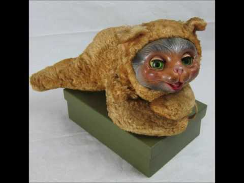 Vintage Toys hats and clothes online auction