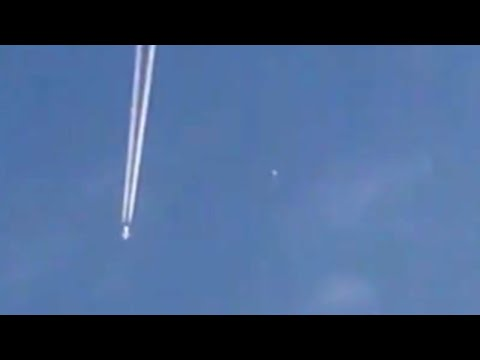 Incredible Fast Moving UFO Sphere Overtaking Airplane over Nottingham (Maryland) - FindingUFO